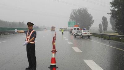 唐津支队冒雨进行